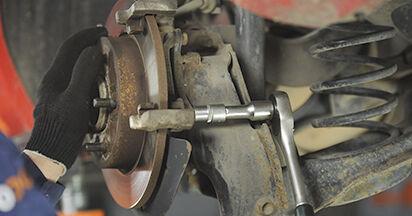 Austauschen Anleitung Bremsscheiben am Mazda 3 bk 2006 1.6 selbst