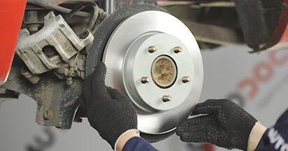 Schritt-für-Schritt-Anleitung zum selbstständigen Wechsel von Mazda 3 bk 2009 1.4 Bremsscheiben