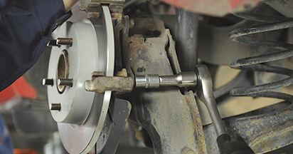 Wie Bremsscheiben MAZDA 3 (BK) 1.6 DI Turbo 2004 austauschen - Schrittweise Handbücher und Videoanleitungen
