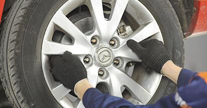 Wie MAZDA 3 1.4 2007 Bremsbeläge ausbauen - Einfach zu verstehende Anleitungen online