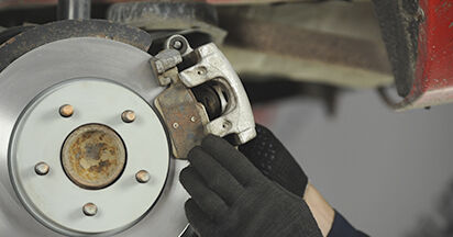Bremsbeläge beim MAZDA 3 2.3 DiSi Turbo MPS 2003 selber erneuern - DIY-Manual