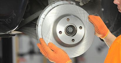Wie schwer ist es, selbst zu reparieren: Bremsscheiben Audi 80 b4 1.9 TD 1993 Tausch - Downloaden Sie sich illustrierte Anleitungen