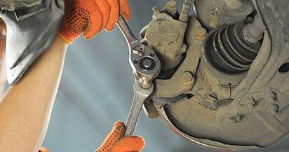 Tausch Tutorial Bremsbeläge am AUDI 80 (8C, B4) 1991 wechselt - Tipps und Tricks