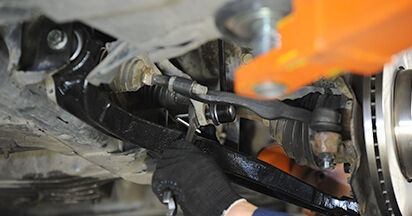 Wie schwer ist es, selbst zu reparieren: Koppelstange VW T5 Pritsche 2.5 TDI 2009 Tausch - Downloaden Sie sich illustrierte Anleitungen