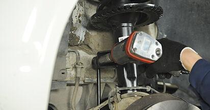 Koppelstange beim VW TRANSPORTER 2.5 TDI 4motion 2010 selber erneuern - DIY-Manual