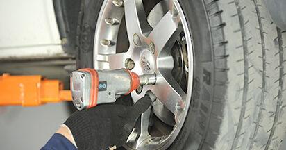 Austauschen Anleitung Spurstangenkopf am VW T5 Pritsche 2013 2.5 TDI selbst