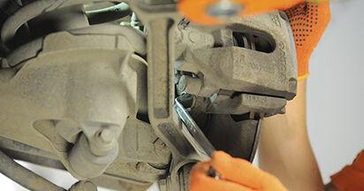 Wechseln Bremsscheiben am VOLVO XC90 I 4.4 V8 2005 selber