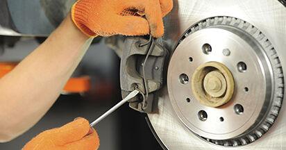 Wie VOLVO XC90 3.2 AWD 2006 Bremsbeläge ausbauen - Einfach zu verstehende Anleitungen online