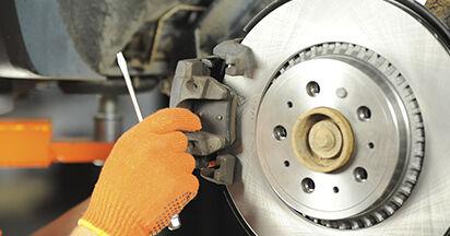 Bremsbeläge beim VOLVO XC90 2.5 AWD 2009 selber erneuern - DIY-Manual