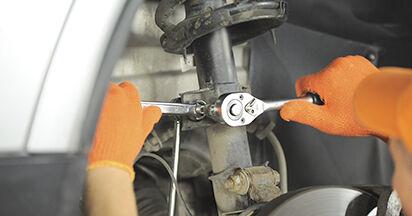 Volvo XC90 1 2.5 T AWD 2004 Stoßdämpfer wechseln: Kostenfreie Reparaturwegleitungen