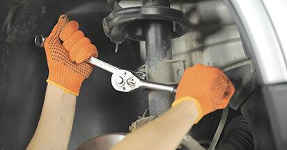 Koppelstange beim VOLVO XC90 2.5 AWD 2009 selber erneuern - DIY-Manual
