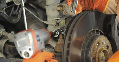 Så svårt är det att göra själv: Byt Fjäderbenslagring på Volvo XC90 1 2.4 D3 / D5 2008 – ladda ned illustrerad guide