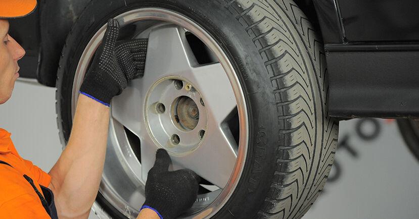 Tausch Tutorial Bremsscheiben am BMW 3 Compact (E36) 1999 wechselt - Tipps und Tricks