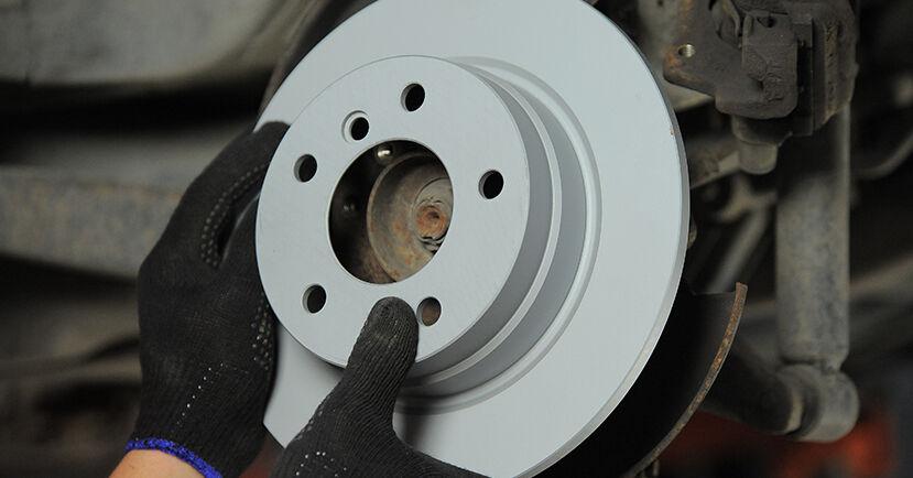 Bremsscheiben beim BMW 3 SERIES 323Ti 3.5 1994 selber erneuern - DIY-Manual
