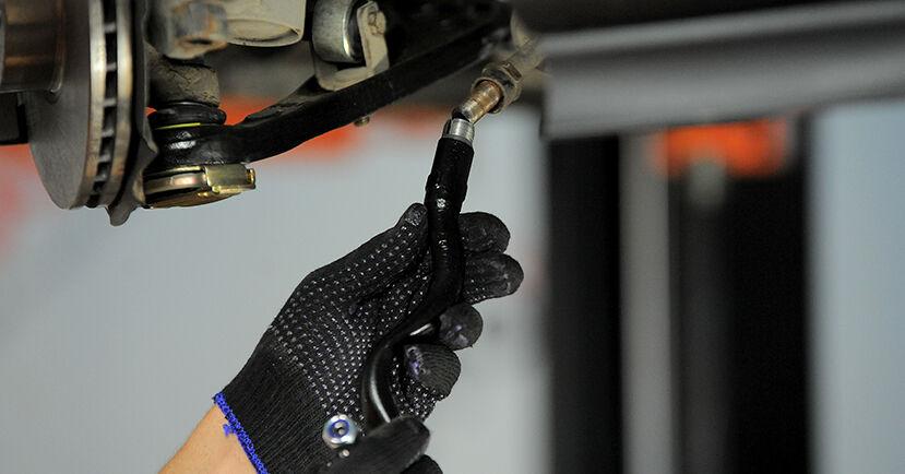 Wie schwer ist es, selbst zu reparieren: Spurstangenkopf BMW E36 Compact 316g 1.6 2000 Tausch - Downloaden Sie sich illustrierte Anleitungen