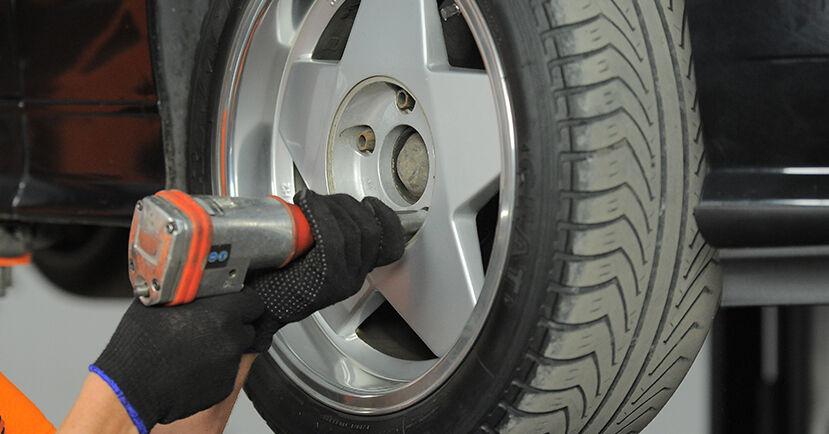 Schritt-für-Schritt-Anleitung zum selbstständigen Wechsel von BMW E36 Compact 2000 318tds 1.7 Bremsscheiben