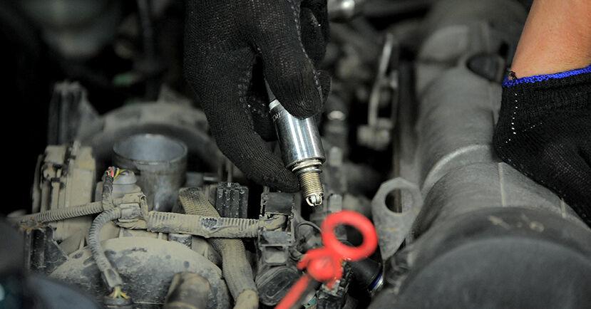 Zündkerzen am VW GOLF III Cabriolet (1E7) 2.0 1998 wechseln – Laden Sie sich PDF-Handbücher und Videoanleitungen herunter
