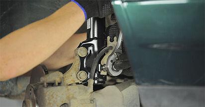 Stoßdämpfer beim VW GOLF 1.9 TDI 1994 selber erneuern - DIY-Manual