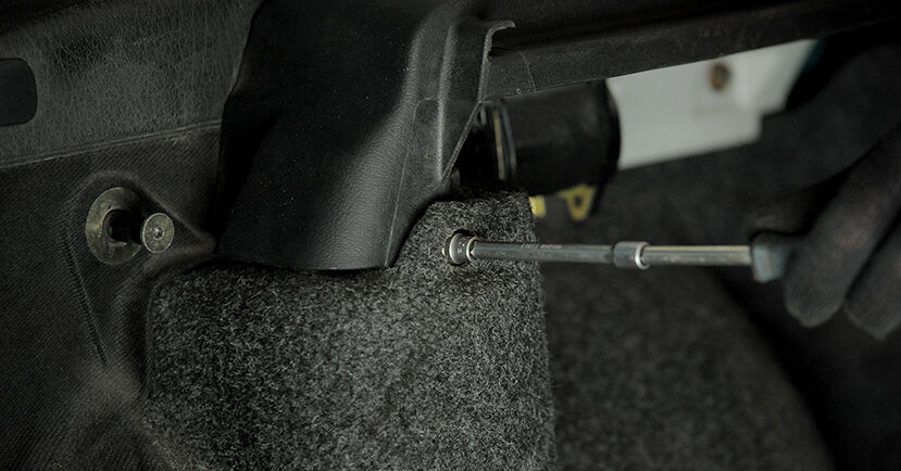 Wechseln Stoßdämpfer am VW GOLF III Cabriolet (1E7) 1.9 TDI 1996 selber