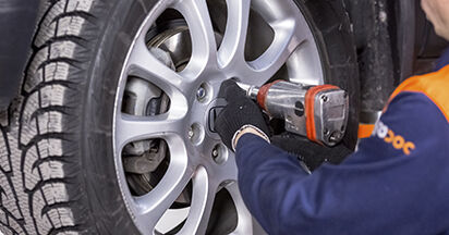 Wie Bremsscheiben Honda CR-V III 2.2 i-CTDi 4WD (RE6) 2006 tauschen - Kostenlose PDF- und Videoanleitungen