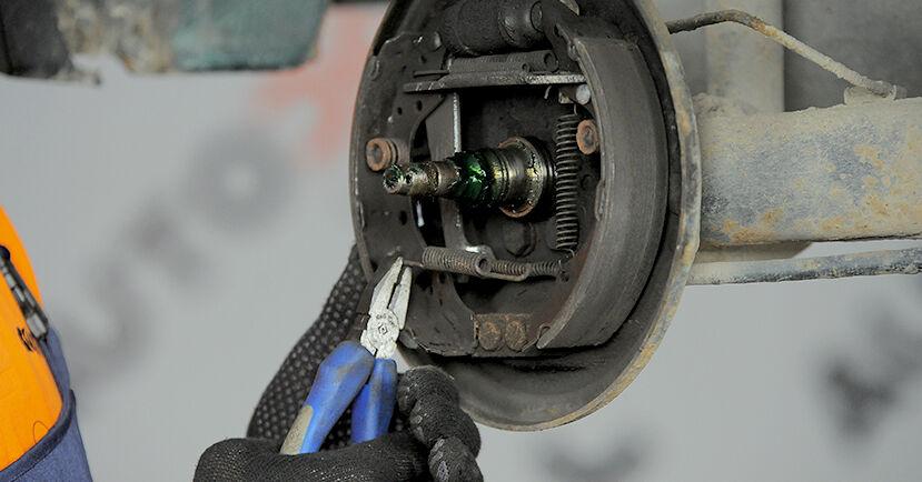 Bremsbacken beim VW GOLF 1.9 TDI 1994 selber erneuern - DIY-Manual