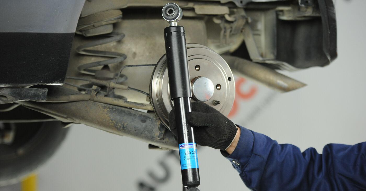 Devi sapere come rinnovare Ammortizzatori su FIAT PUNTO 2006? Questo manuale d'officina gratuito ti aiuterà a farlo da solo