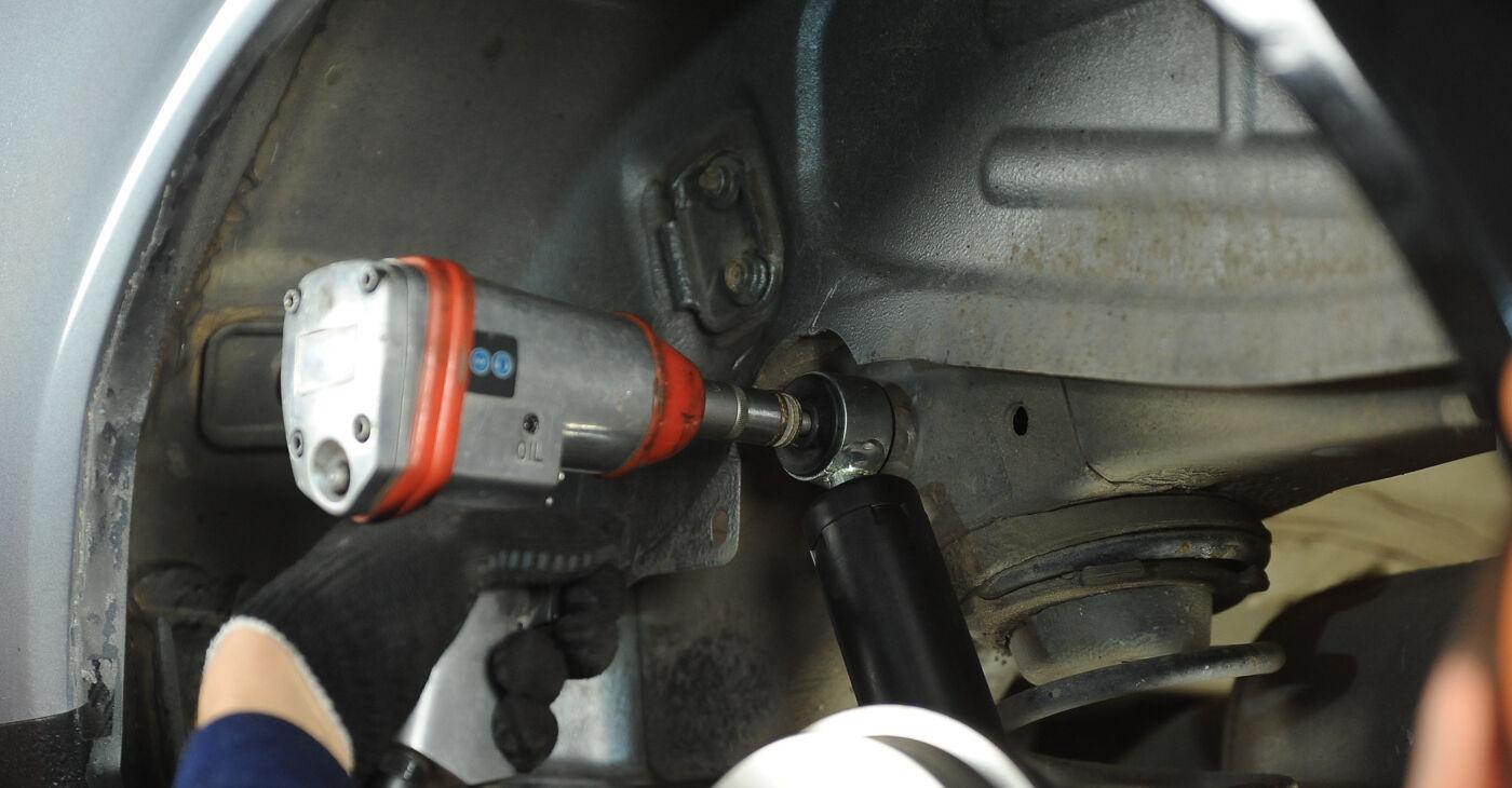 La sostituzione di Ammortizzatori su Fiat Punto 188 2007 non sarà un problema se segui questa guida illustrata passo-passo