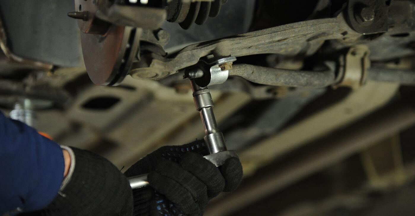 Sostituzione di FIAT PUNTO 1.9 DS 60 Biellette Barra Stabilizzatrice: guide online e tutorial video