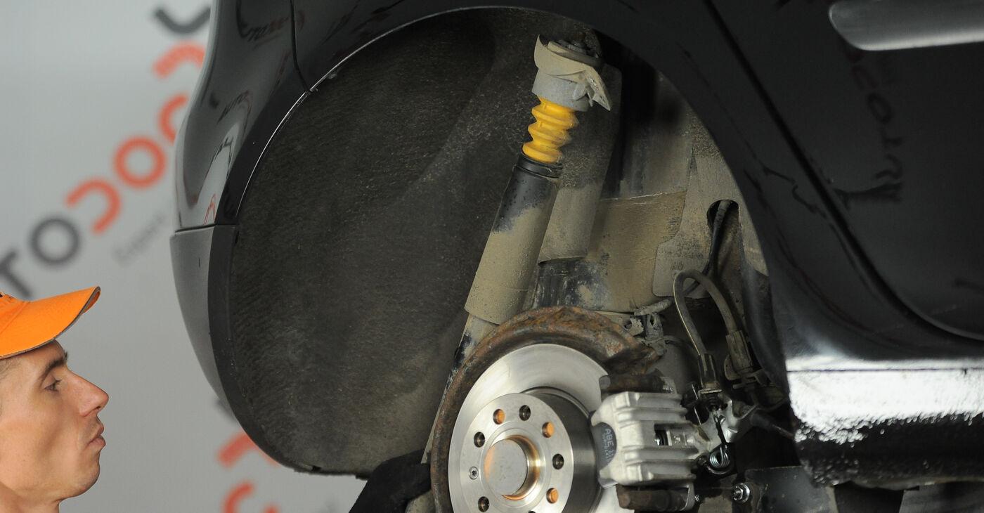 Devi sapere come rinnovare Ammortizzatori su VW GOLF 2003? Questo manuale d'officina gratuito ti aiuterà a farlo da solo