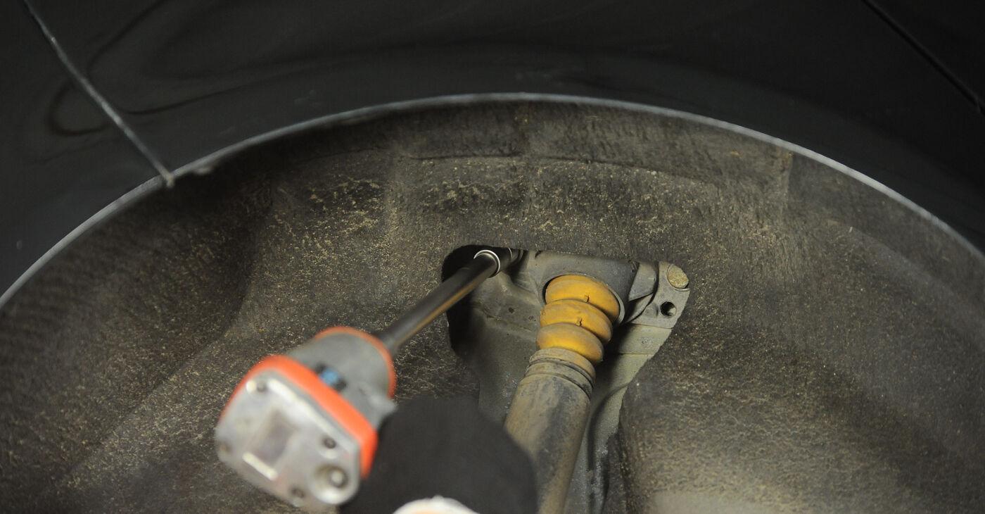 Sostituire Ammortizzatori su VW GOLF V (1K1) 2.0 GTI 2003 non è più un problema con il nostro tutorial passo-passo