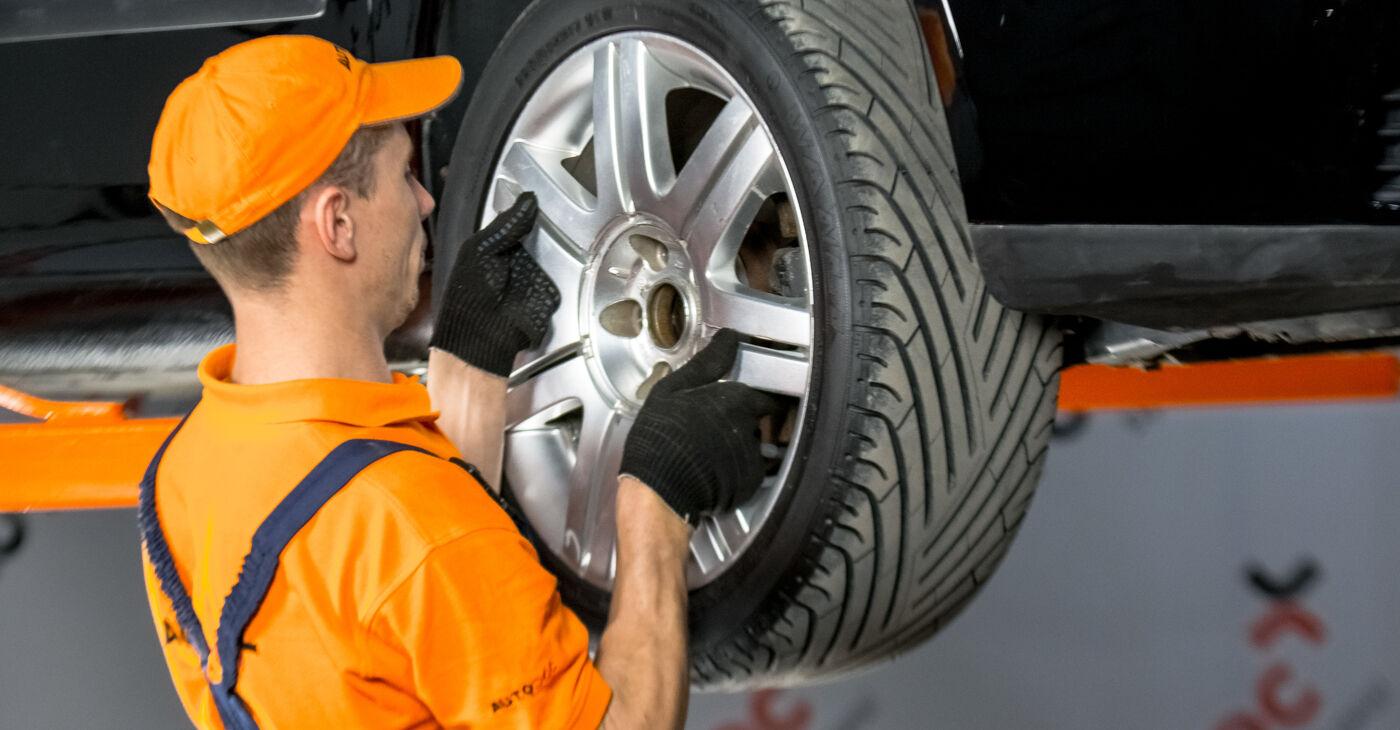 Sostituire Testina dello Sterzo su VW GOLF V (1K1) 2.0 GTI 2003 non è più un problema con il nostro tutorial passo-passo
