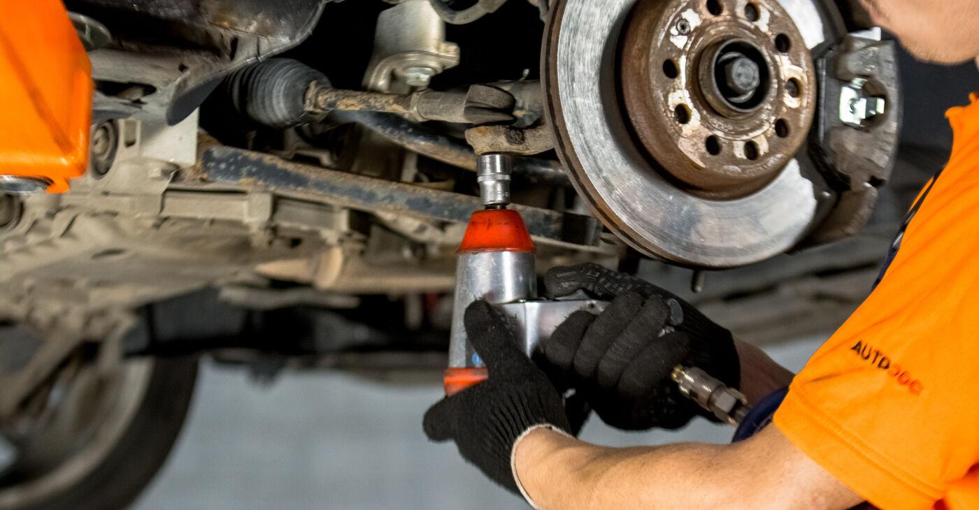 Come sostituire Testina dello Sterzo su VW GOLF V (1K1) 2008: scarica manuali PDF e istruzioni video