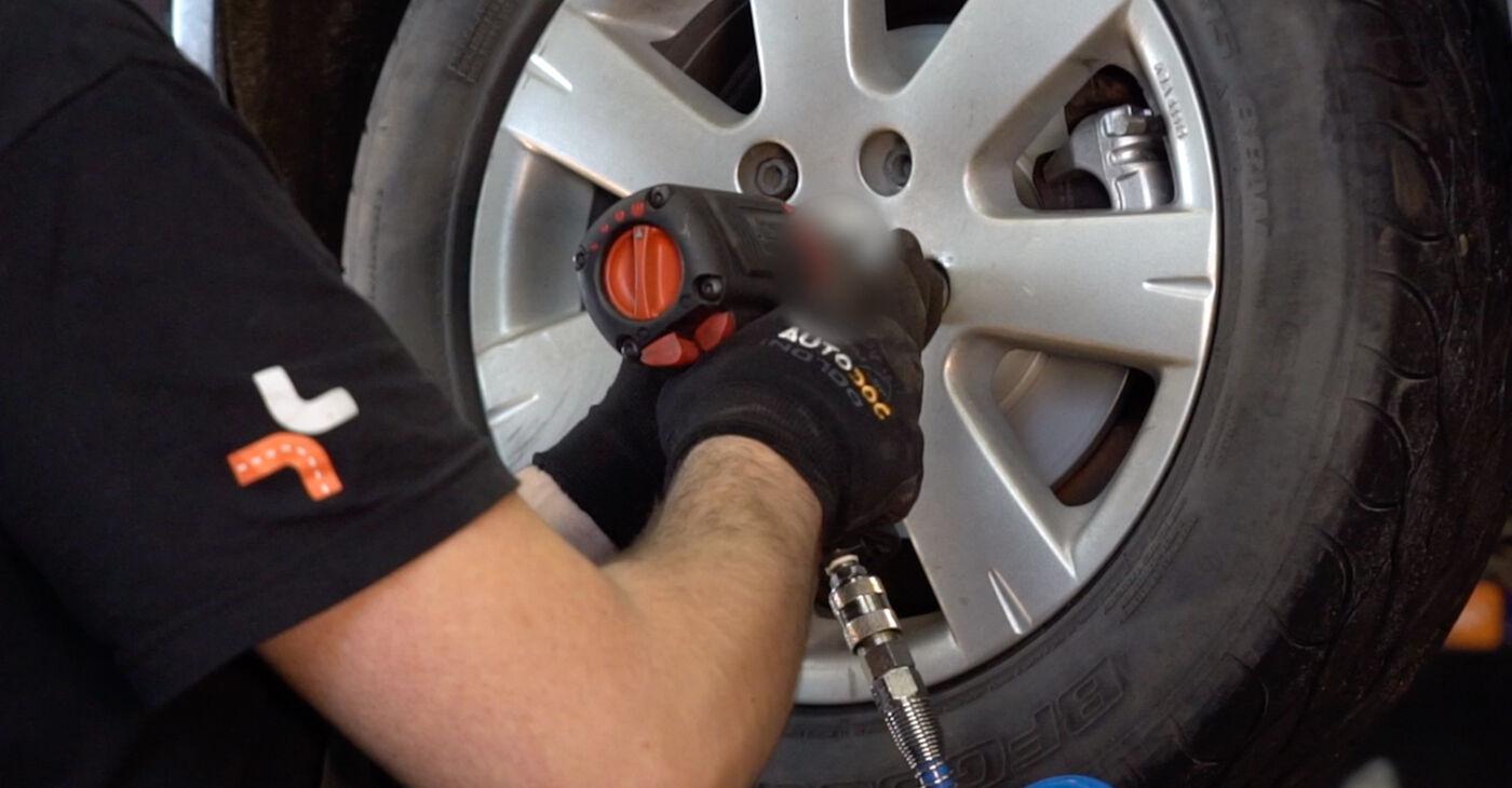 Come cambiare Ammortizzatori su VW GOLF V (1K1) 2008 - suggerimenti e consigli