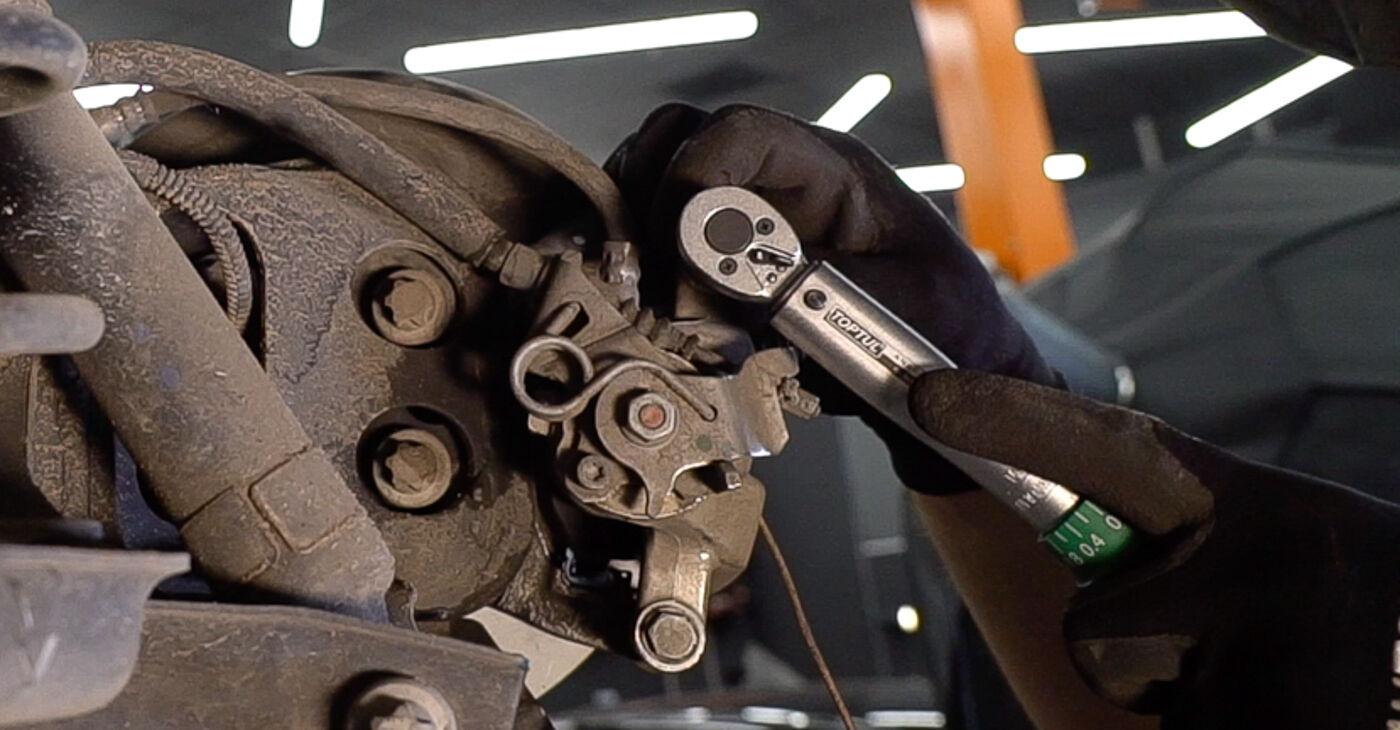 Как се сменя Спирачни Накладки на Fiat 500 312 2009 - безплатни PDF и видео уроци