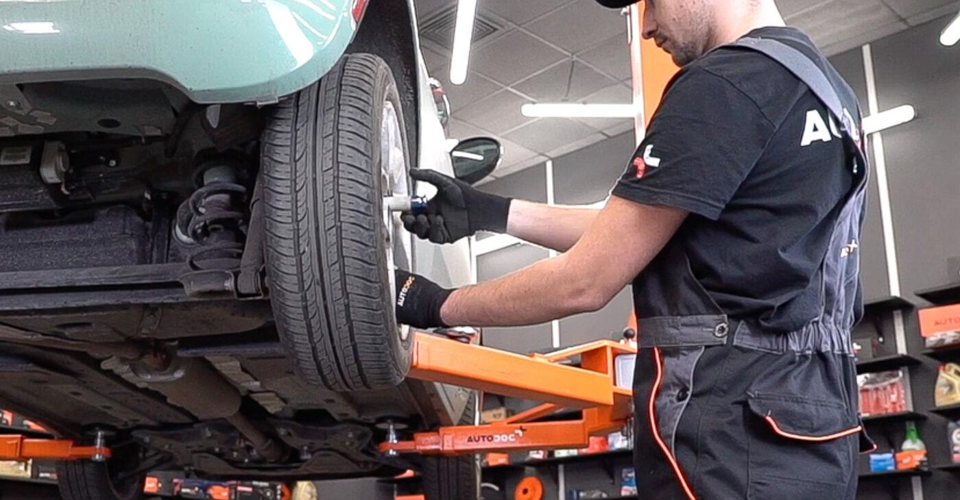 Как да демонтираме FIAT 500 1.2 LPG 2013 Спирачни Накладки - онлайн лесни за следване инструкции