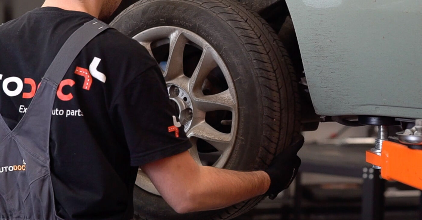 Как да сменим Спирачни Накладки на FIAT 500 (312) 2014: свалете PDF наръчници и видео инструкции
