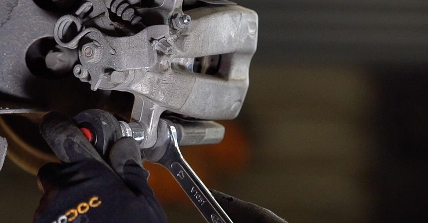 Devi sapere come rinnovare Dischi Freno su FIAT 500 2014? Questo manuale d'officina gratuito ti aiuterà a farlo da solo