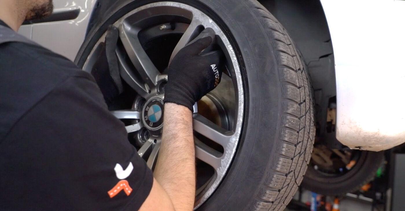 Kaip pakeisti Stabilizatoriaus įvorė la BMW 3 Touring (E46) 1999 - nemokamos PDF ir vaizdo pamokos