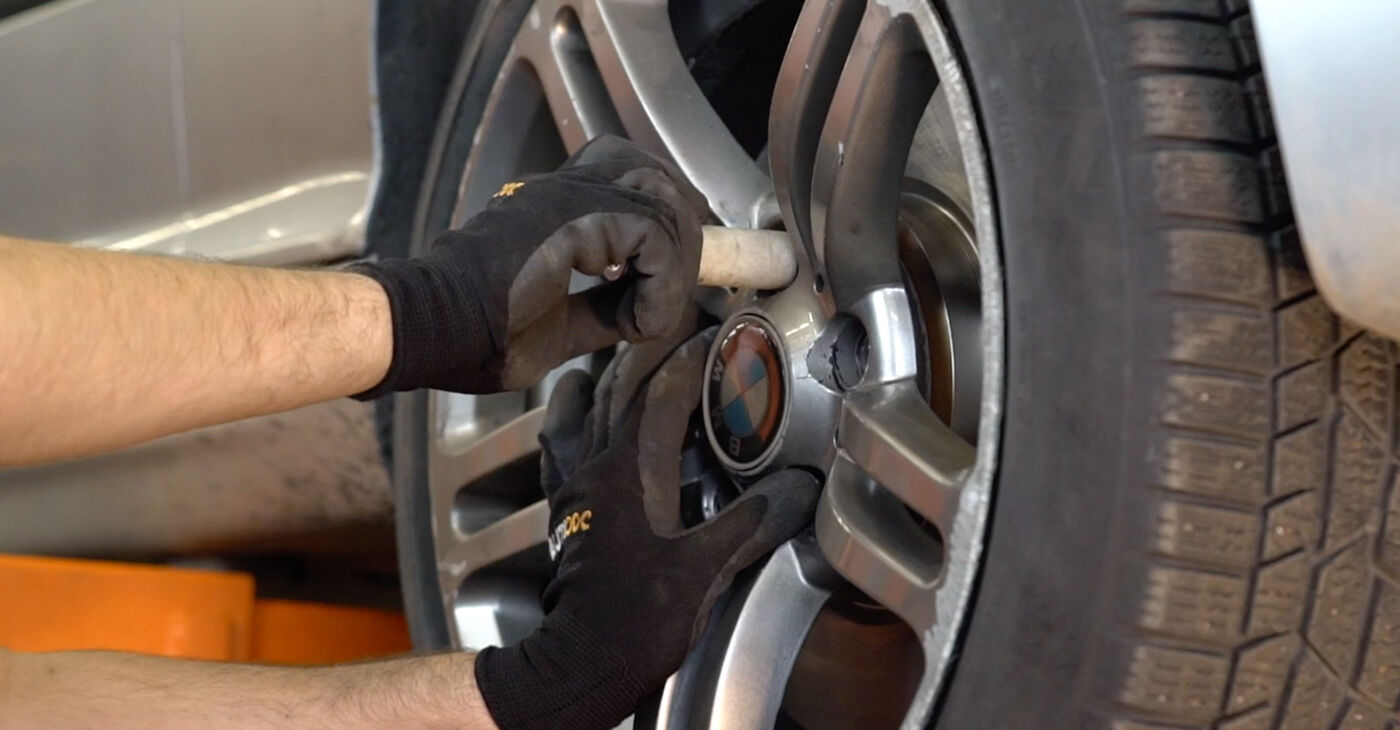 Kaip pakeisti BMW 3 Touring (E46) 320d 2.0 2000 Stabilizatoriaus įvorė - išsamios instrukcijos ir vaizdo pamokos