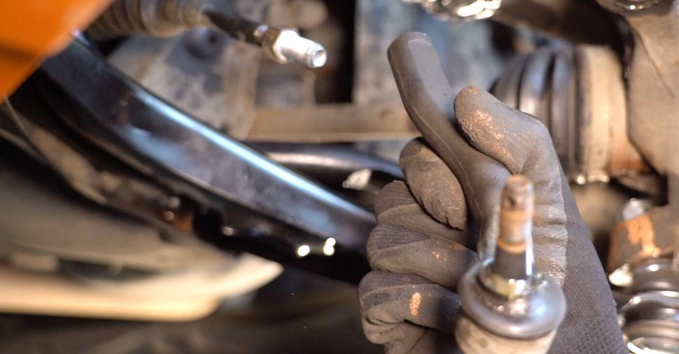 Sostituendo Testina dello Sterzo su Toyota Aygo ab1 2005 1 da solo