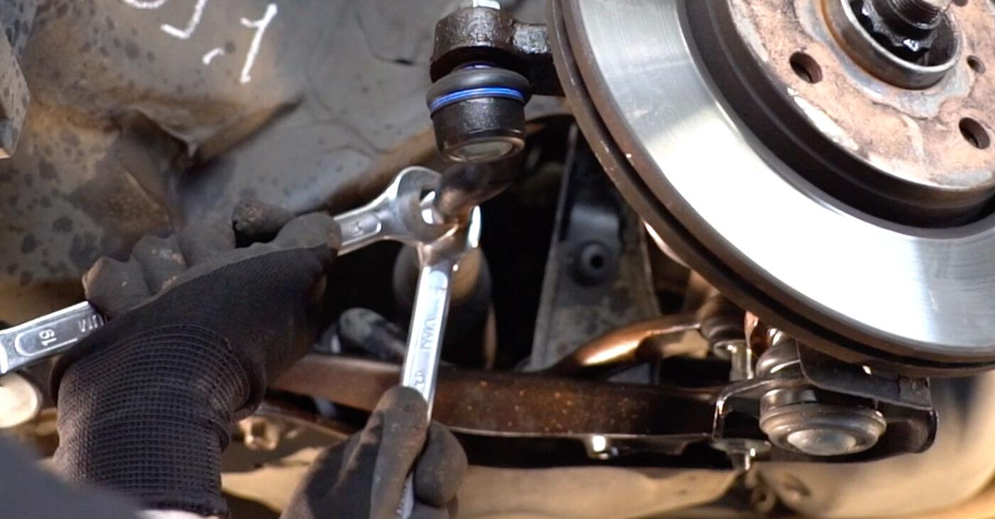 Toyota Aygo ab1 1.4 HDi 2007 Testina dello Sterzo sostituzione: manuali dell'autofficina