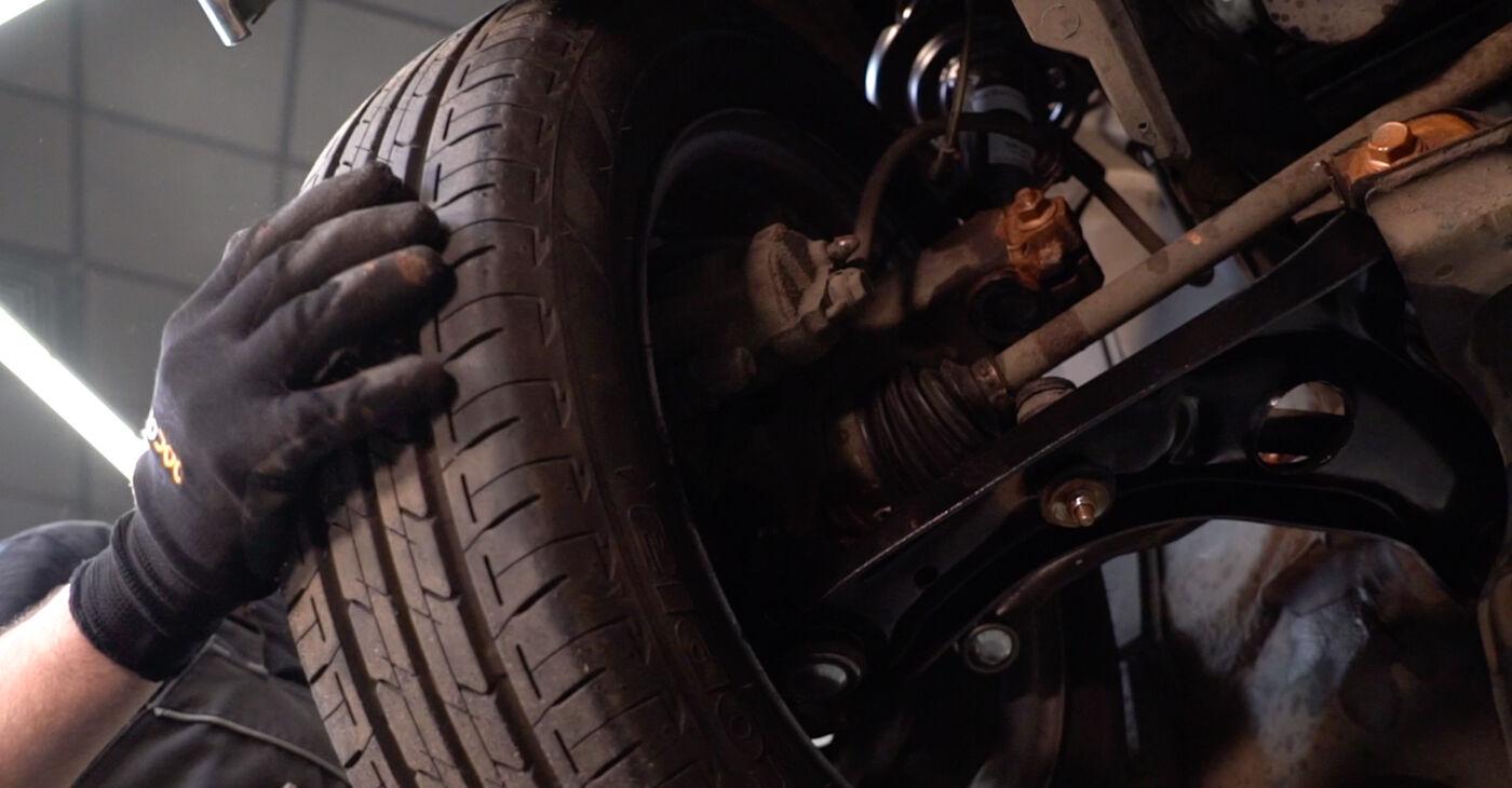 Quanto è difficile il fai da te: sostituzione Testina dello Sterzo su Toyota Aygo ab1 1 2011 - scarica la guida illustrata