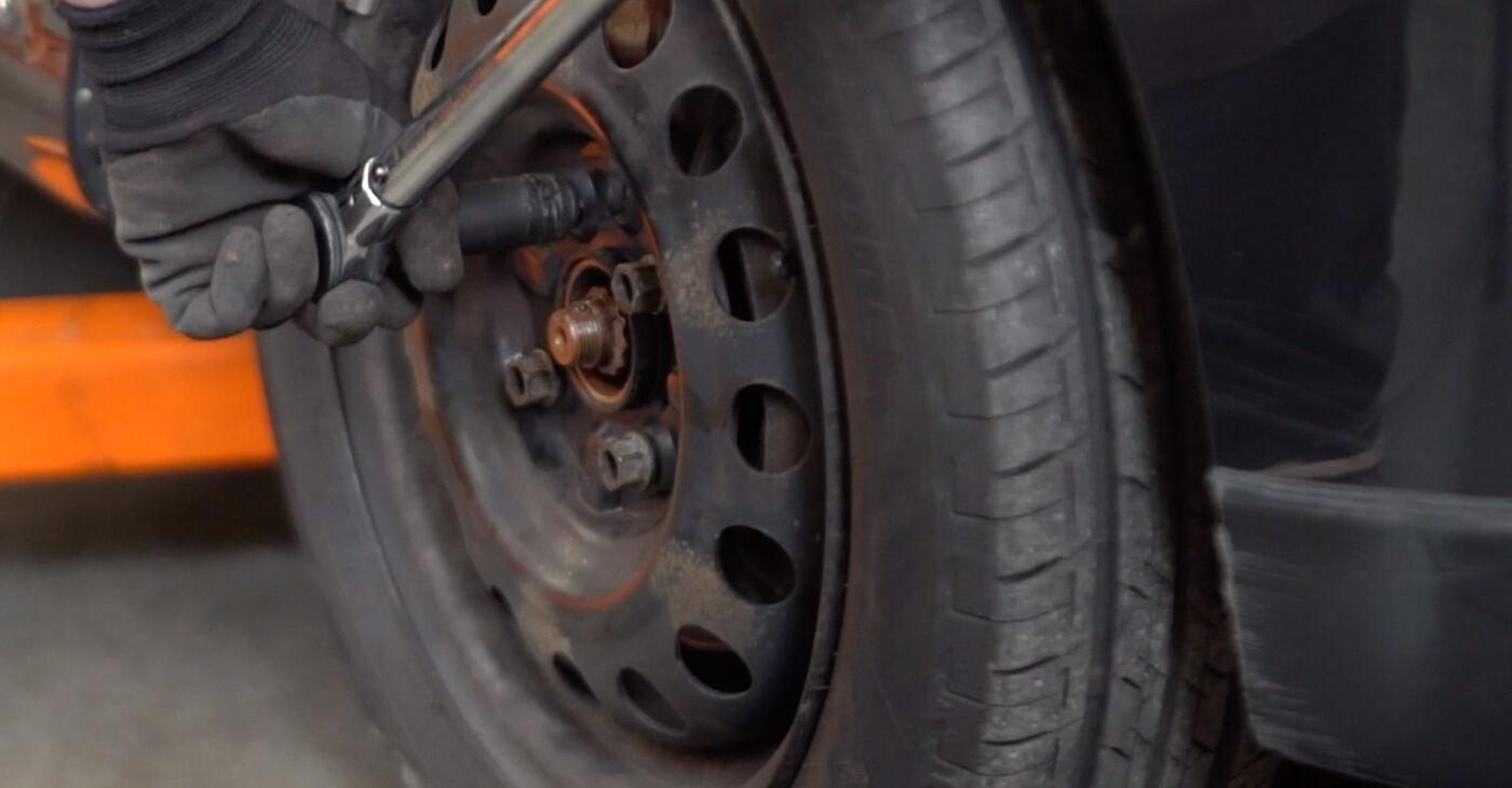 La sostituzione di Testina dello Sterzo su Toyota Aygo ab1 2013 non sarà un problema se segui questa guida illustrata passo-passo