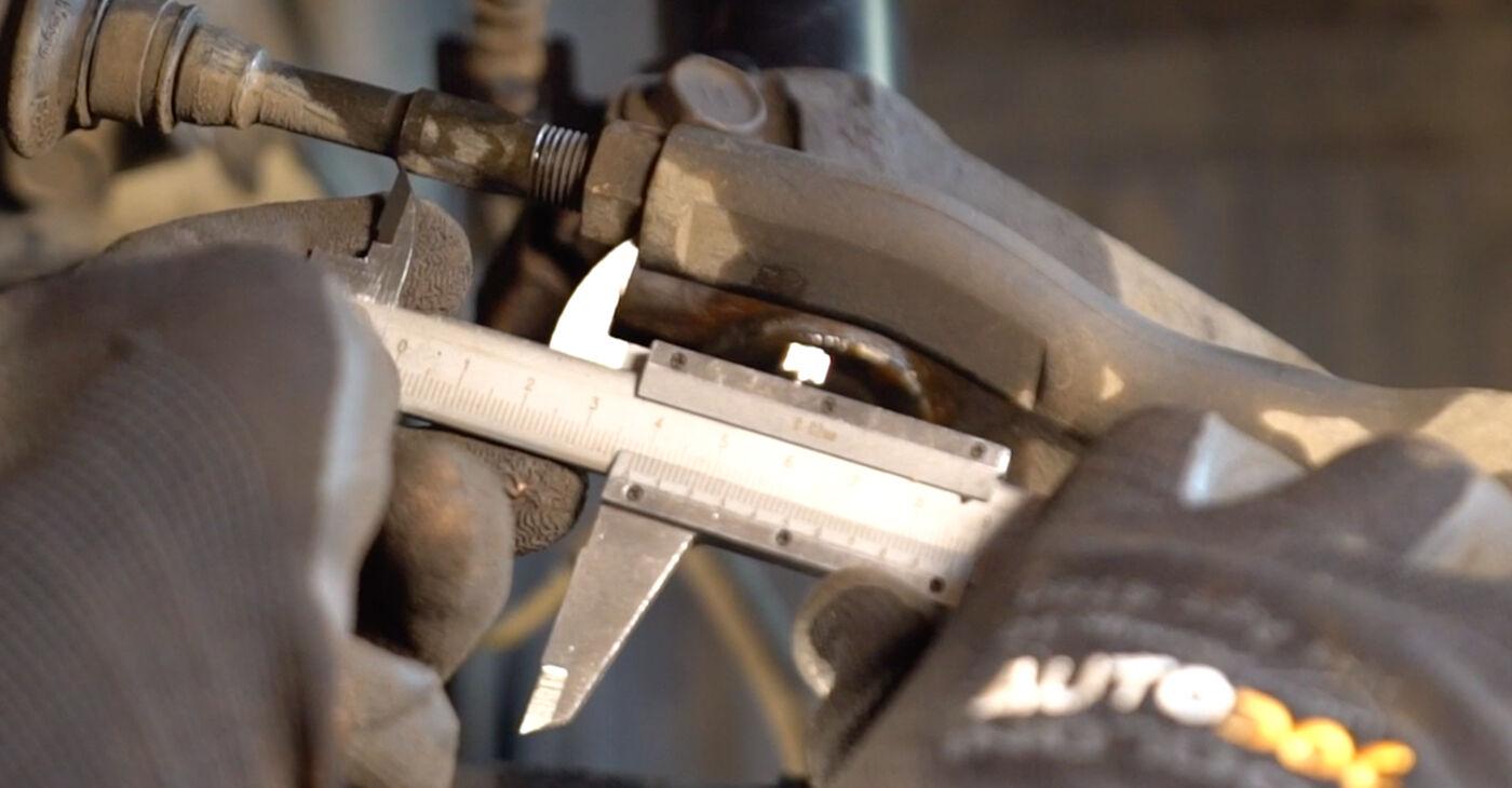Devi sapere come rinnovare Testina dello Sterzo su TOYOTA AYGO 2012? Questo manuale d'officina gratuito ti aiuterà a farlo da solo