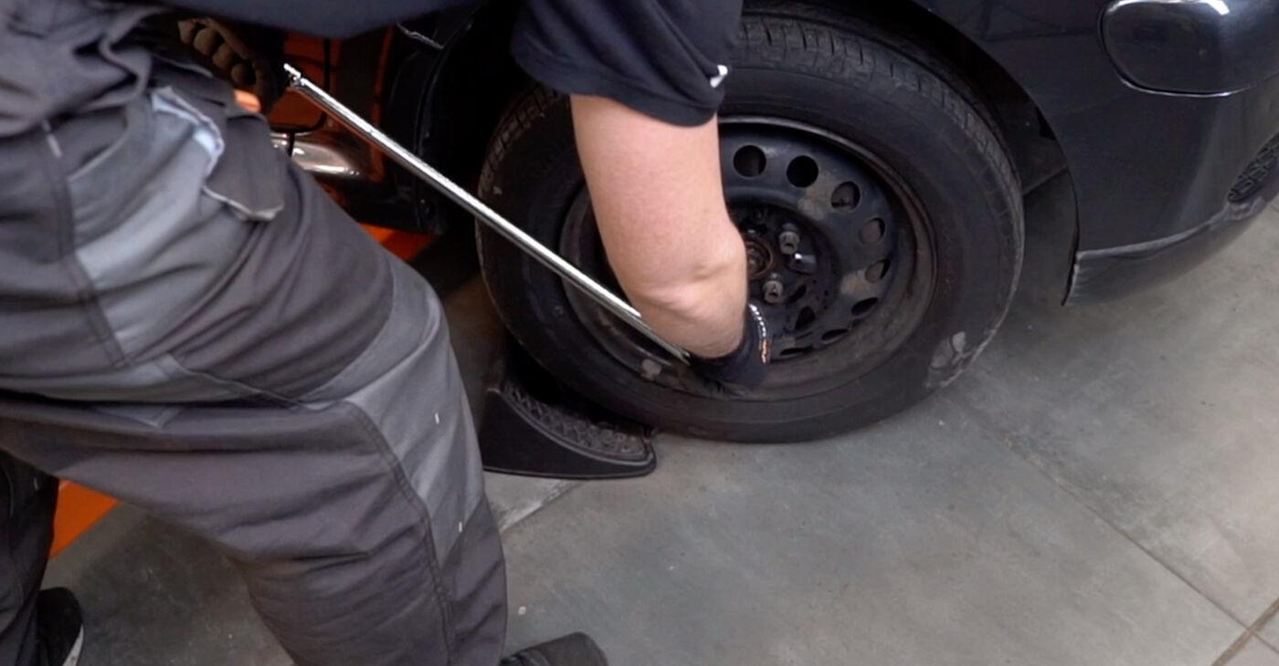 Come cambiare Biellette Barra Stabilizzatrice su Toyota Aygo ab1 2005 - manuali PDF e video gratuiti