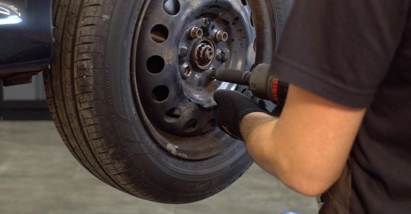 Toyota Aygo ab1 1.4 HDi 2007 Biellette Barra Stabilizzatrice sostituzione: manuali dell'autofficina