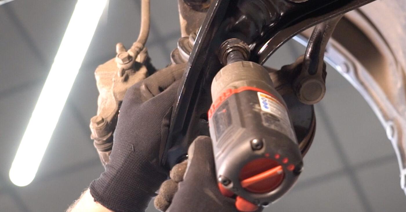 Не е трудно да го направим сами: смяна на Свързваща щанга на Toyota Aygo ab1 1 2011 - свали илюстрирано ръководство