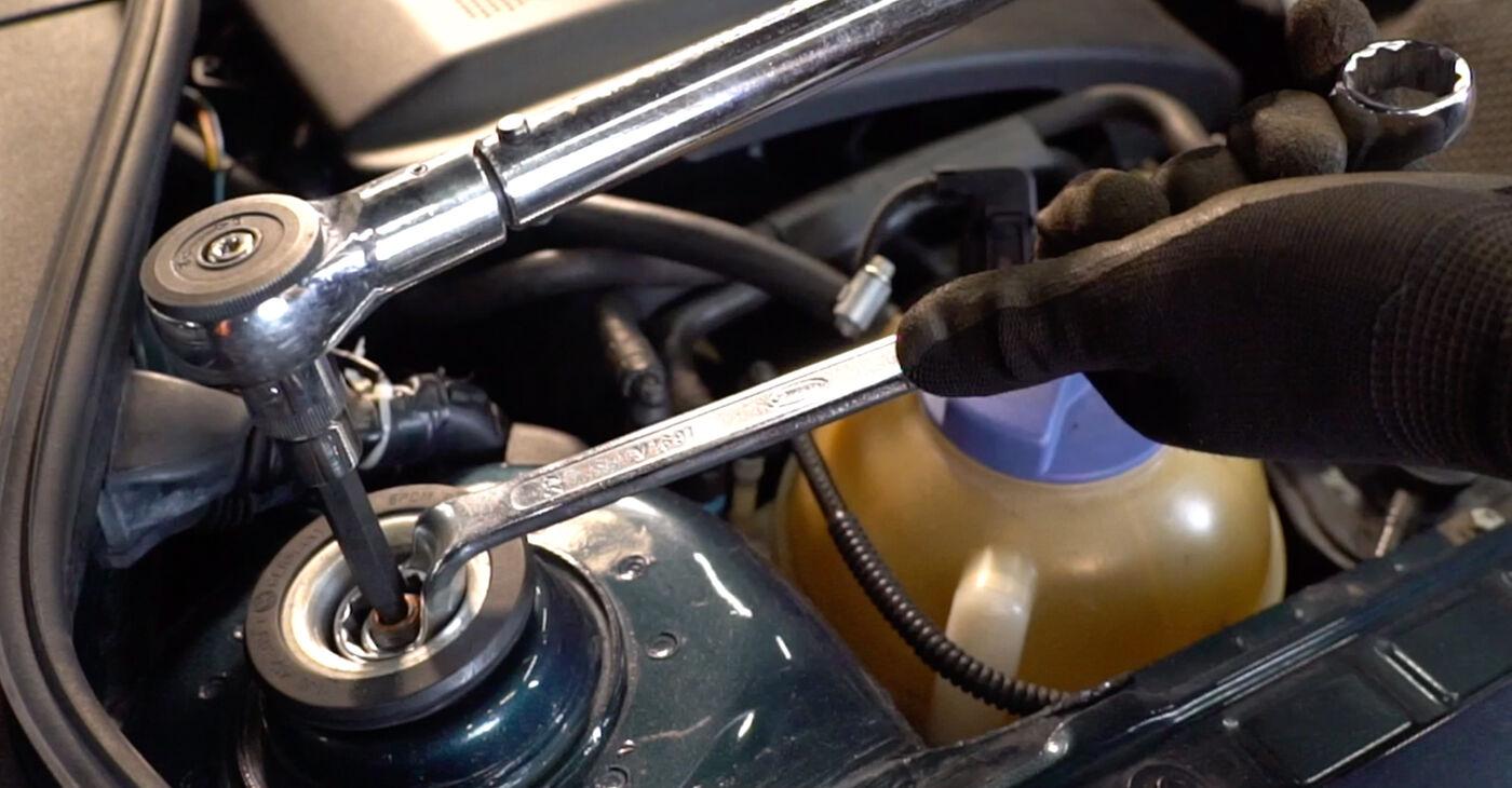 Patstāvīga VW GOLF IV (1J1) 1.6 16V 2002 Amortizators nomaiņa - tiešsaistes pamācība