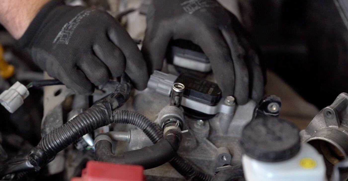 Смяна на Nissan Qashqai j10 2.0 dCi Allrad 2008 Запалителна бобина: безплатни наръчници за ремонт