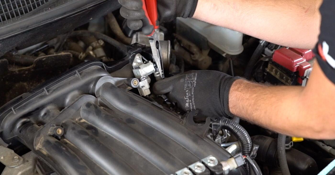 Не е трудно да го направим сами: смяна на Запалителна бобина на Nissan Qashqai j10 2.0 Allrad 2012 - свали илюстрирано ръководство
